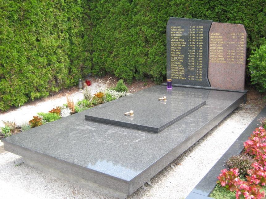 Grobnica v katero so prekopani pokojni iz socialnega dela pokopališča
