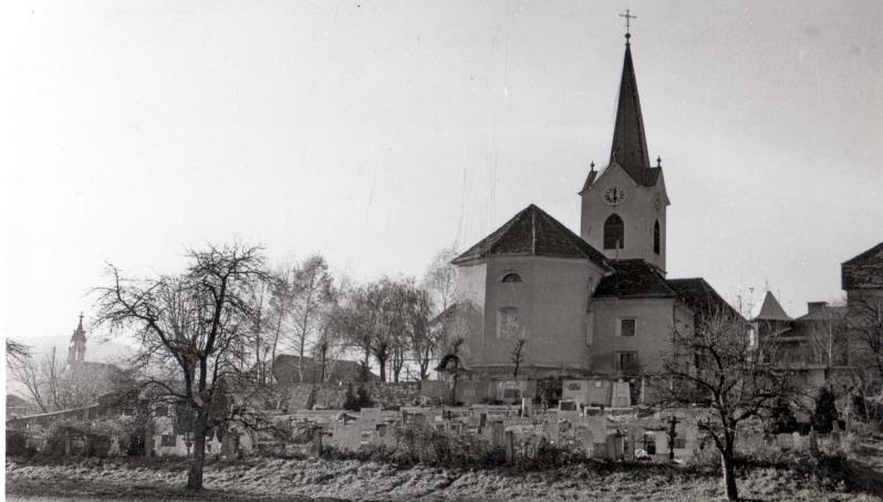 Pokopališče ob farni cerkvi sv. Mihaela v Družmirju pri Šoštanju