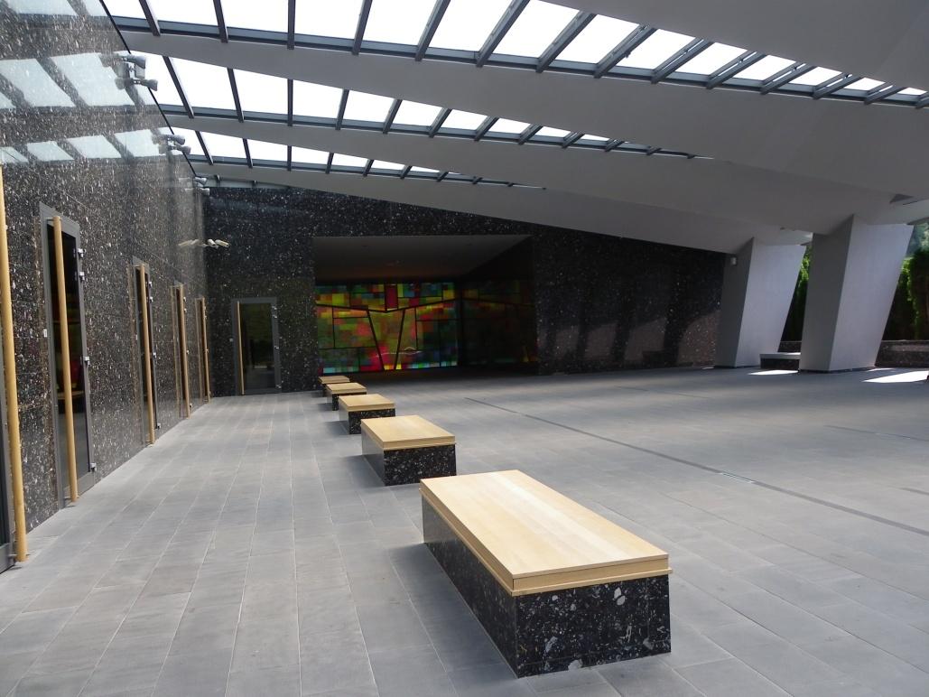 Poslovilni prostor na pokopališču Podkraj