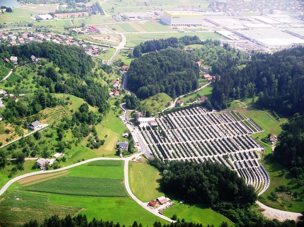 Zračni posnetek pokopališča Podkraj