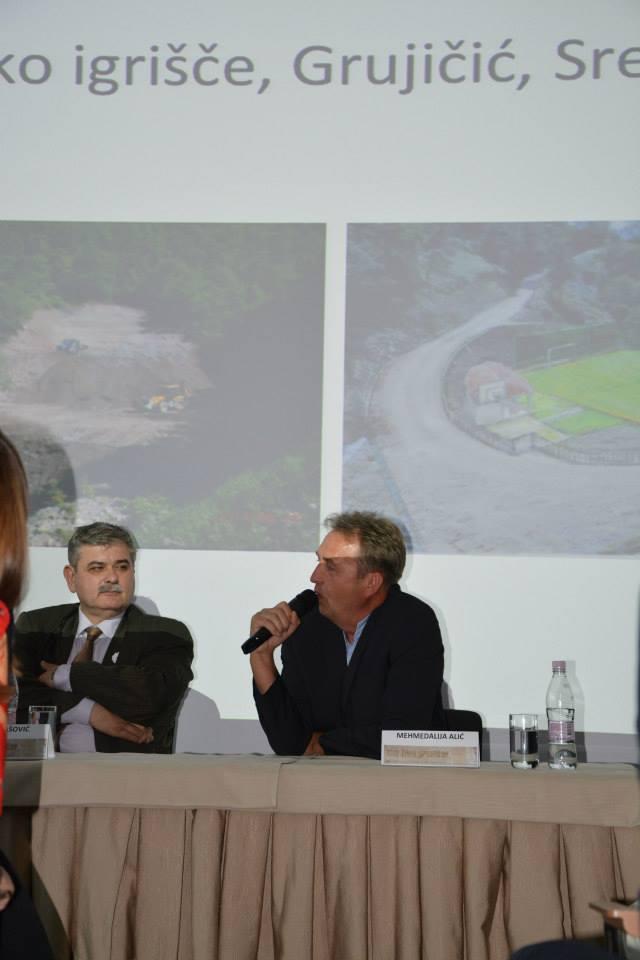 Utrinki z okrogle mize: Amor Mašović in Mehmedalija Alić